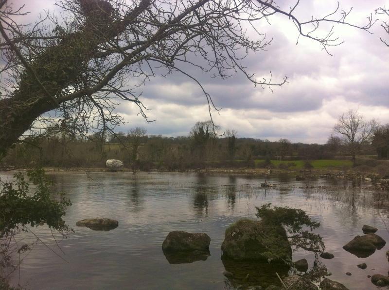Anche in una giornata nuvolosa, la vista sul lago è travolgente