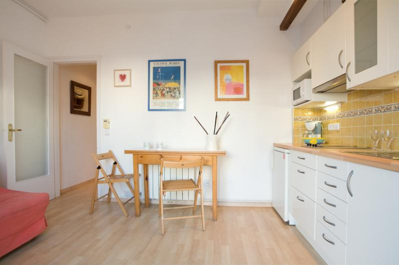 Cozy one-bedroom apartment in the centre of Sitges. Functional decoration carefully chosen.