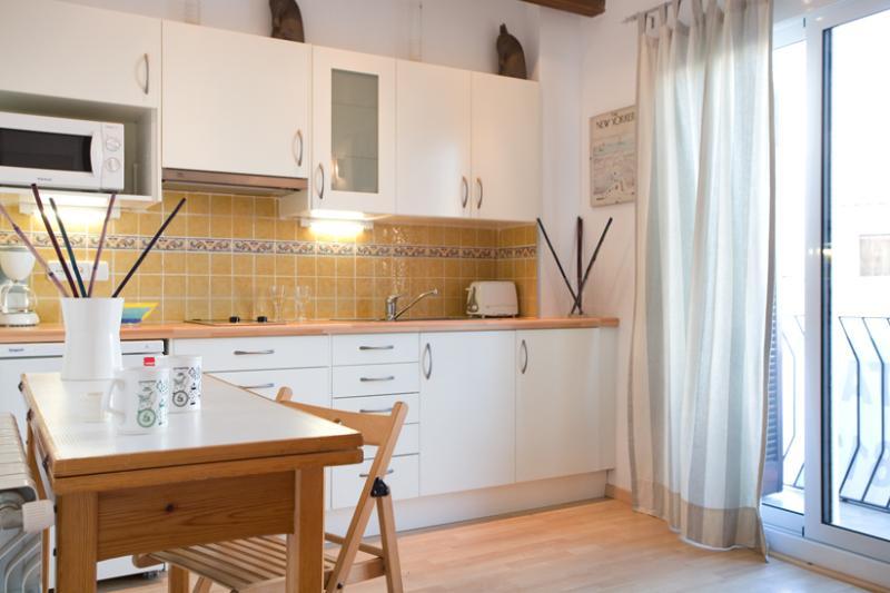 Nuova cucina attrezzata per cibo fatto accogliente vi aiuterà a godervi la vostra vacanza.