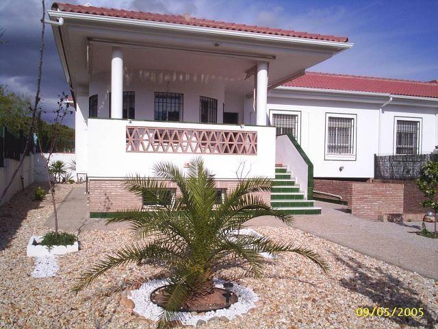 chalet de 130 m2 de 4 dormitorios 2 baños con parcela en El Portil, holiday rental in El Portil