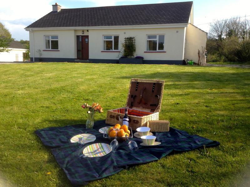 Pronti per un picnic sul prato esterno Blackberry Cottage?