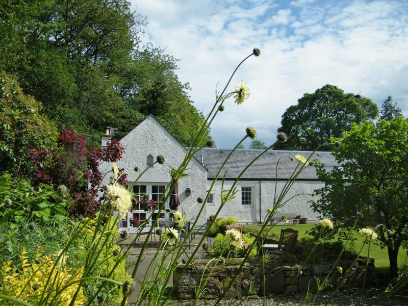 Steading Cottage, Crieff, Perthshire  - Spacious cottage sun trap garden, casa vacanza a Muthill
