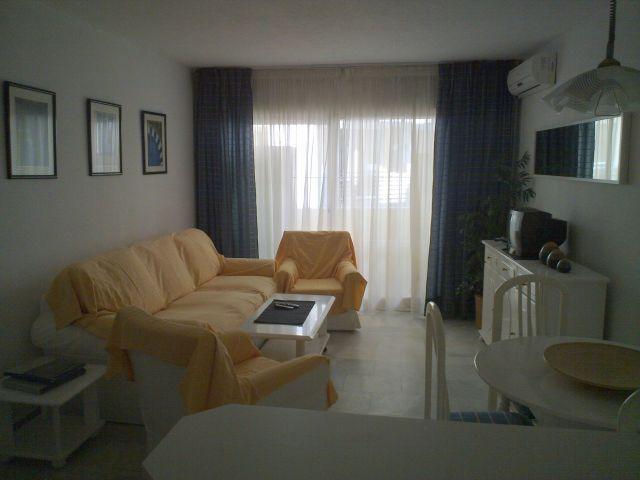Apartamento muy cómodo de 1 dormitorio con piscina, vakantiewoning in Torremolinos