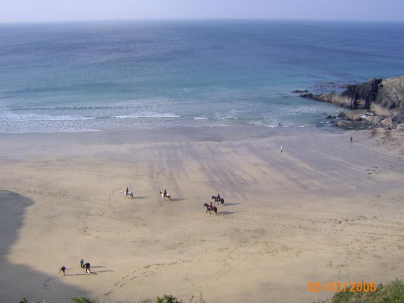 Marée est sorti sur la plage de Poldhu