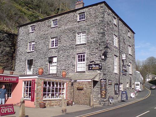 Cobweb Inn, a must visit (Tim The Potter on the left, wondering if it's beer o'clock :-)