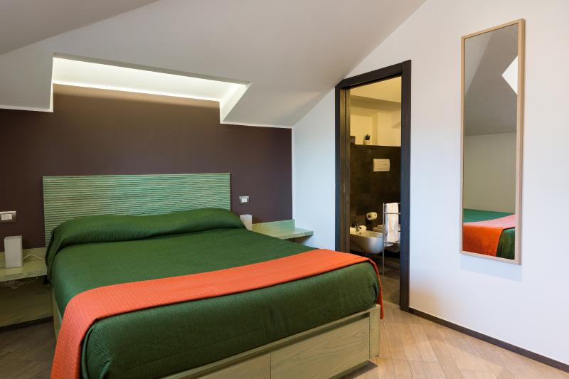 Furnished green room