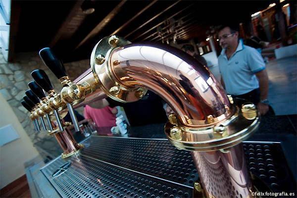 'Birra & Blues'. Restaurante con fabricación propia de cerveza. Enfrente del apartamen