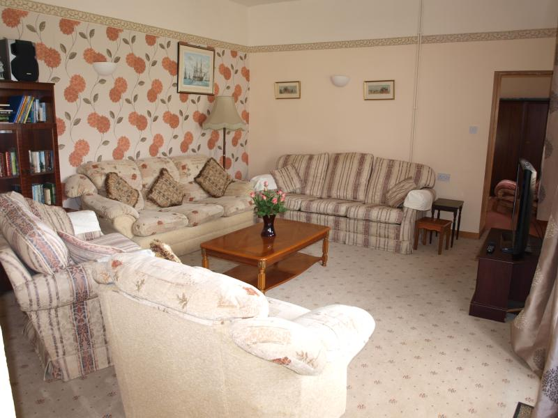 Seating for 9, DVD, CD player, 40' flat screen TV Freeview TV, low threshold double doors to ga