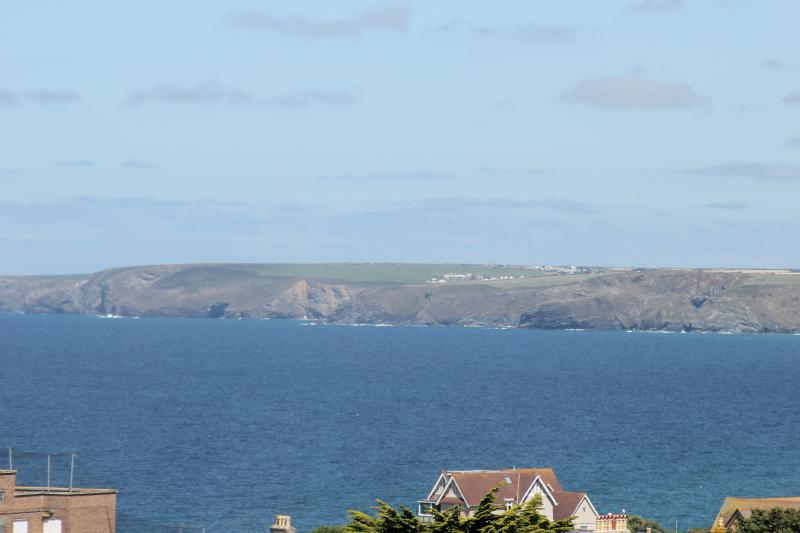 Avalon, beautiful holiday home in a perfect spot near beaches and town centre, vacation rental in Newquay