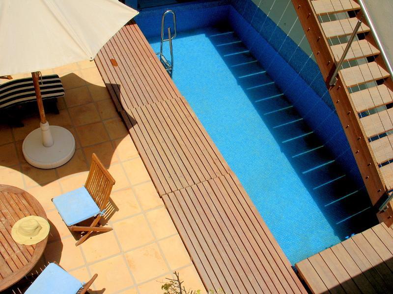 Patio con piscina privada. A 3 minutos de la playa más cercana.