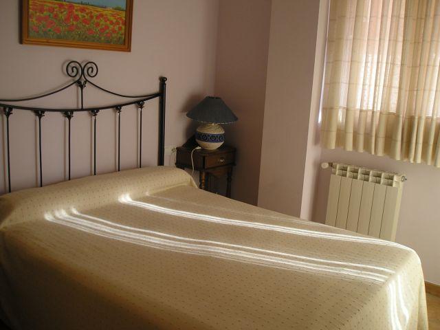 Bedroom double bed.