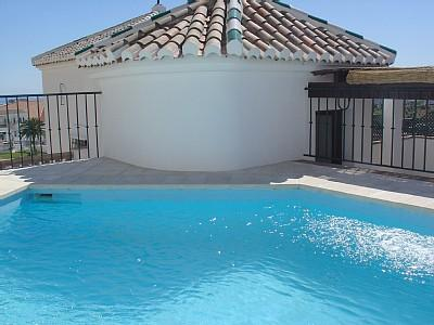 Penthouse with private pool communal pools old village road access, holiday rental in Frigiliana