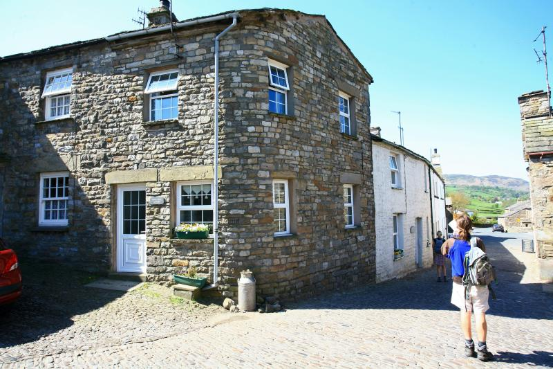 Penny Bank cottage - great village location