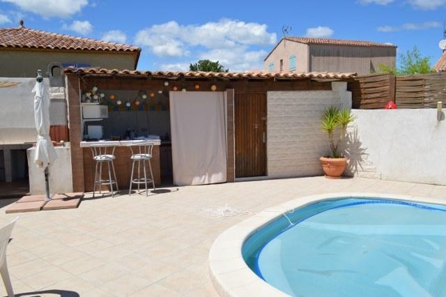 piscine et  son bar