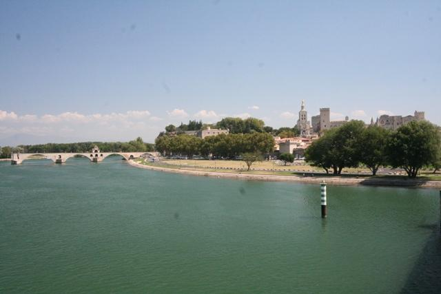 Nearby Avignon & famous bridge & Pope's palace- 30 minutes by car