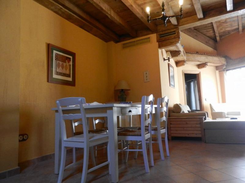 CASA RURAL REBOLLARES II, holiday rental in La Adrada