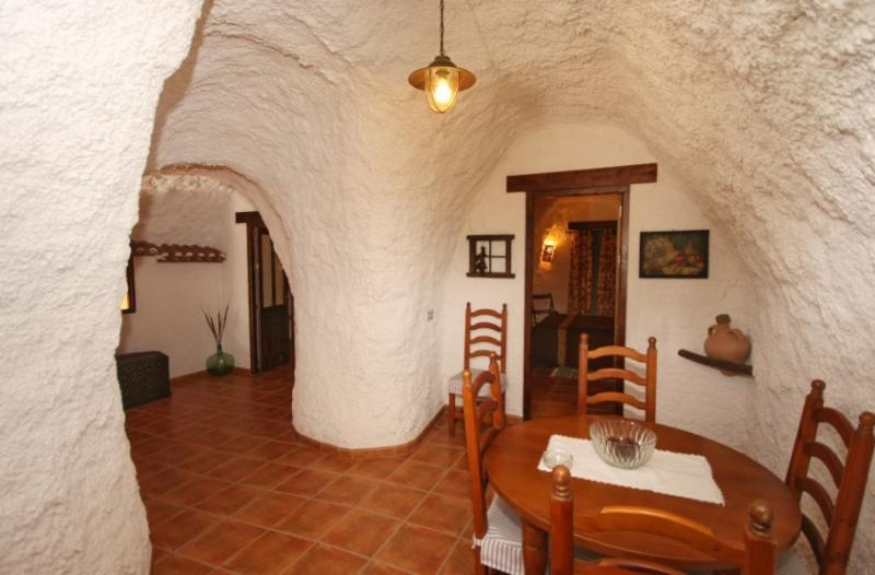 CASA CUEVA LA ALGAYDA para 6 pe, vacation rental in Huescar