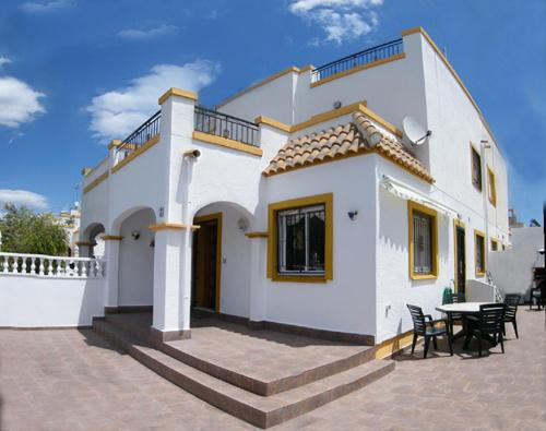 Villa orientée sud avec grande terrasse et 2 solariums