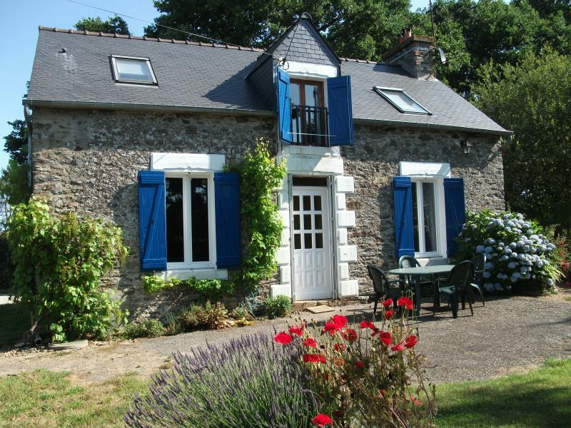 Les Volets Bleus, holiday rental in Rohan