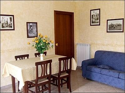 La Rosa Trilocale con giardino privato, Ferienwohnung in Arcille
