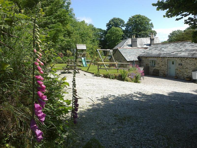 Parking area & entrance for Threshing Barn, showing shared play area