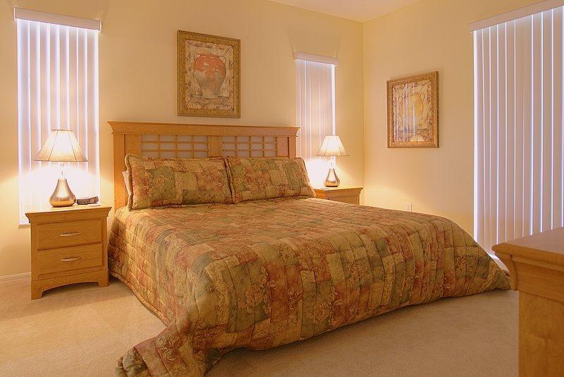 Master slaapkamer 1 - begane grond met toegang tot zwembad
