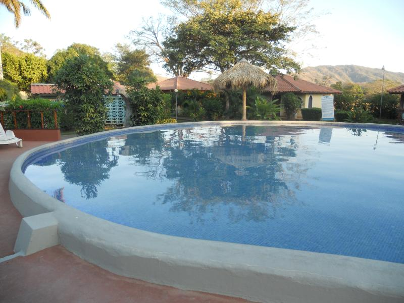 Casa in Villaggio Turistico con piscina, vacation rental in Playa Prieta