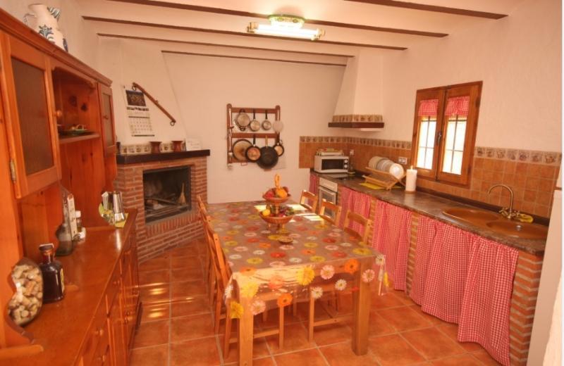 CASA CUEVA LA TARQUINA para 6 pe, vacation rental in Huescar
