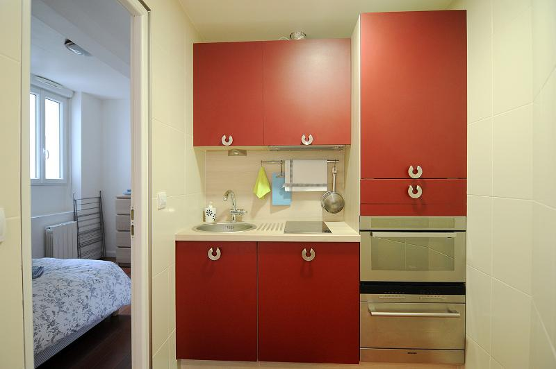 StoveTop, microwave, fridge, dishwasher detergent, washer + deterg/dryer, kettle + Tea, cafeMach + coffee, toaster