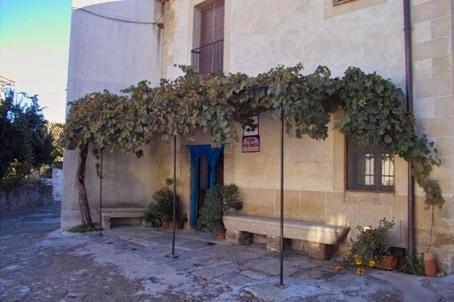 Casa Rural Tía Emilia para 10 personas, vacation rental in Hervas