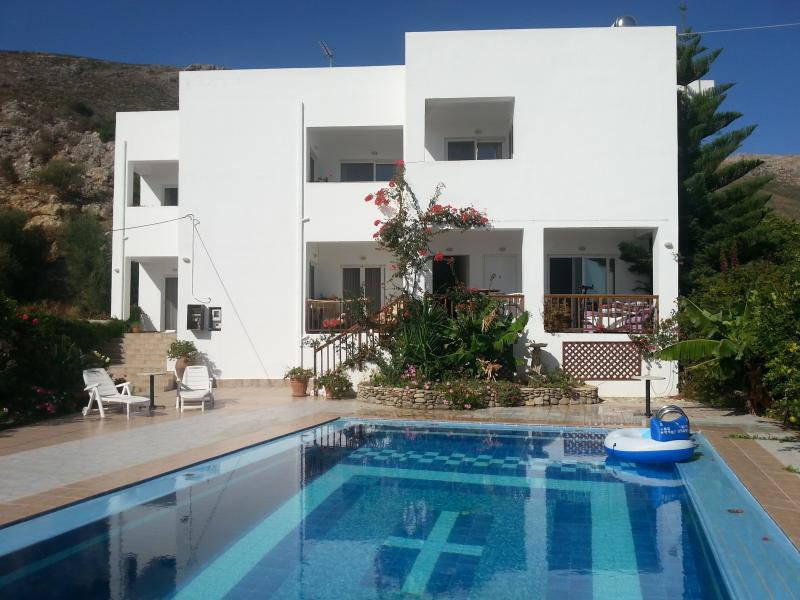 Complete Villa, Apartments suitable for family's and friends holidaying together.