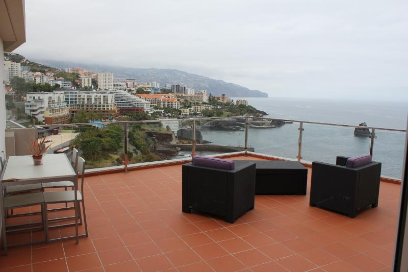 terrace with free entry on the 7th floor