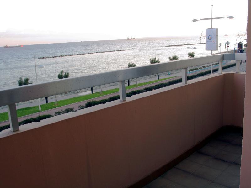 uitzicht op zee vanaf het balkon van de master bedroom