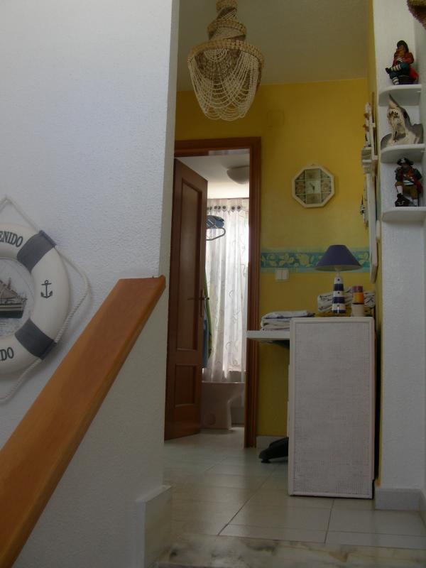 Hall del 2º piso. Al fondo esta el baño. A la Izda las dos habitaciones  y el solarium