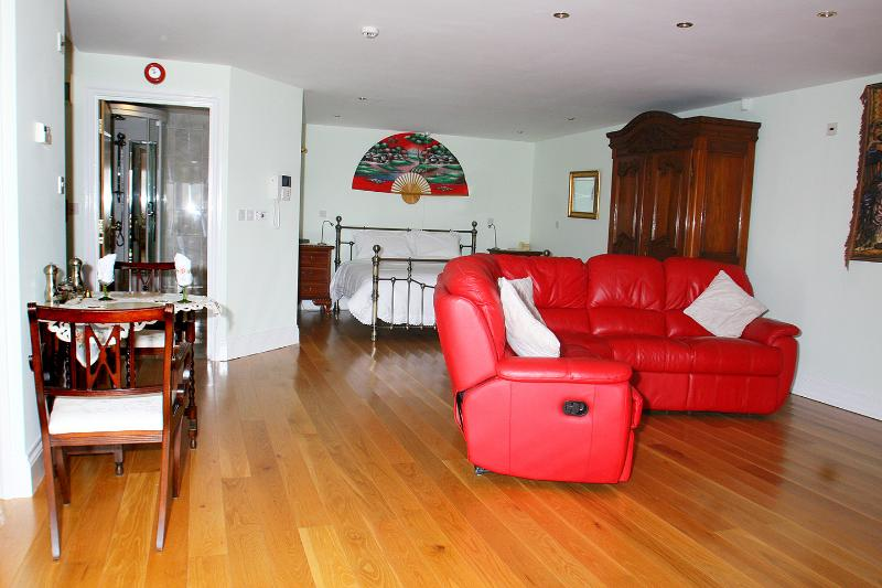 Luxury Lily Family suite, vacation rental in Tresillian