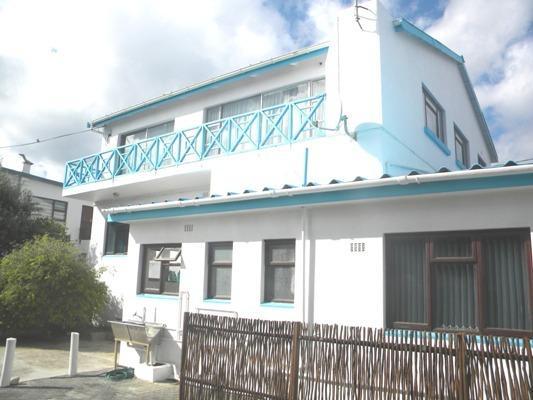Seagulls Nest Top Floor, casa vacanza a L'Agulhas