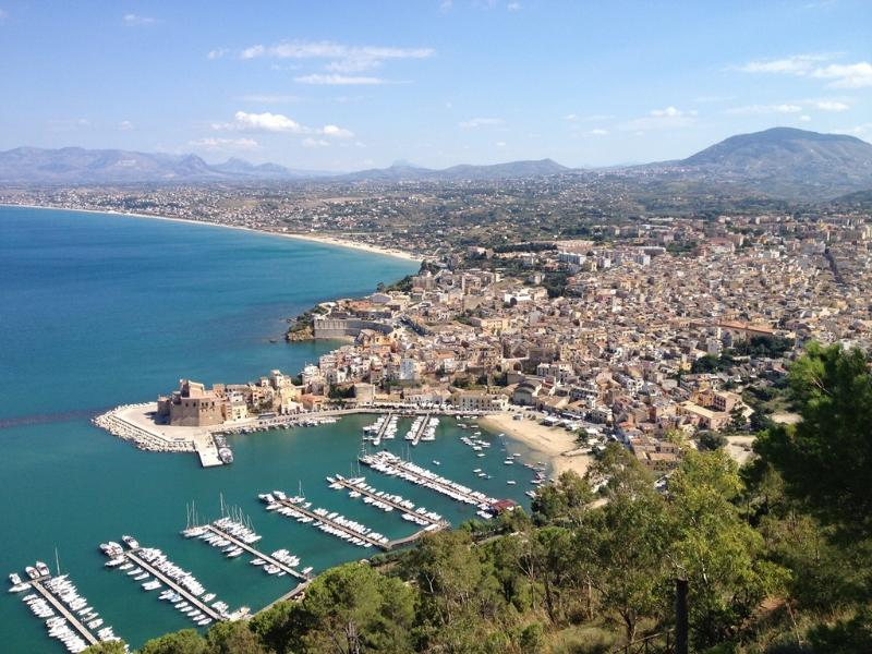 Castellammare del Golfo , just 5 minutes away