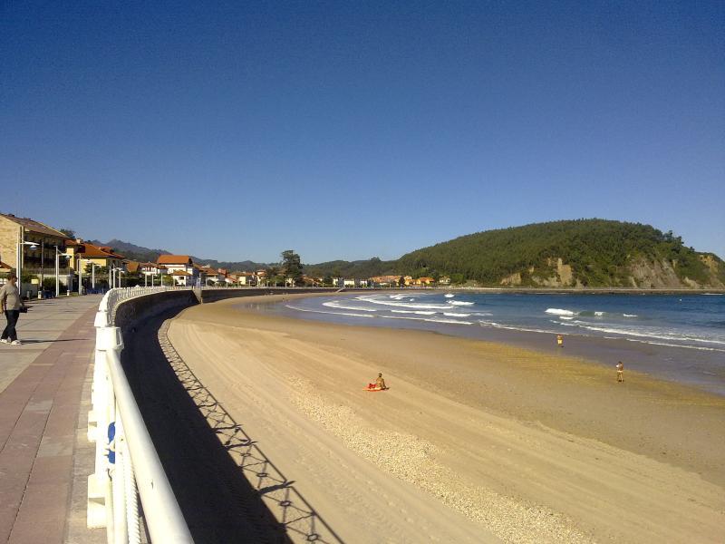 Apartamento Los Naranjos, Ribadesella hasta 4 personas mar y montaña todo en uno, vacation rental in Caravia Municipality