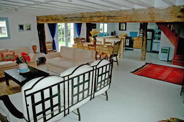 living area (3 sofas)