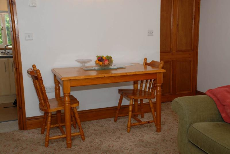 Spacious room for table and seating