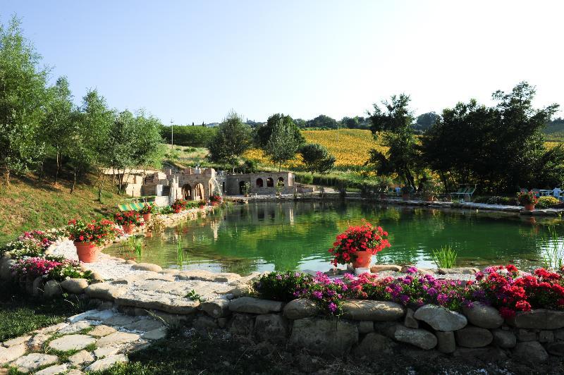 Lac de bio-baignade à La Ciminiera Country House à 2 km de l'appartement