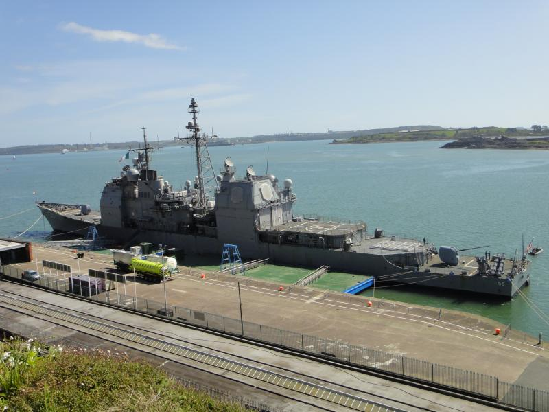 Some American friends arrive in their own transport ! USS Leyte Gulf