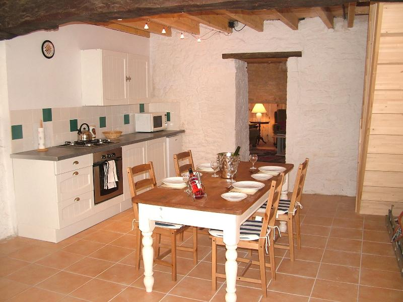 2across, holiday rental in Argy