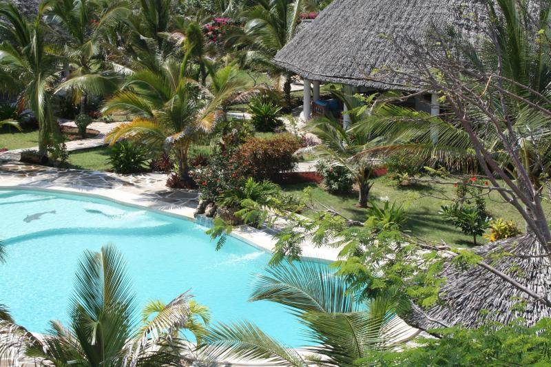 VILLA DELUXE CON PERSONALE SERVIZIO IN PARCO TROPICALE, vacation rental in Watamu