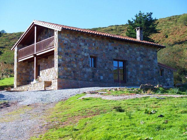 Renovated eco country house nestled in the glorious mountains of Lierganes, aluguéis de temporada em Abionzo