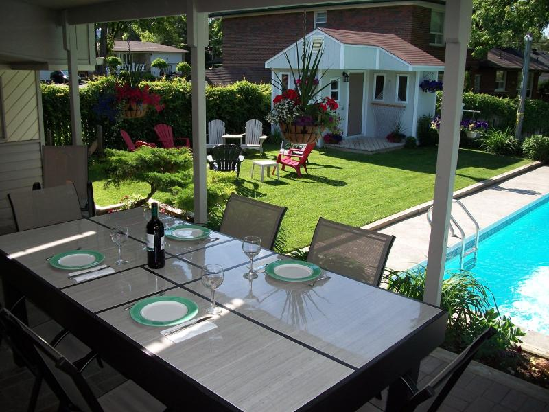 Guests can dine poolside on the patio