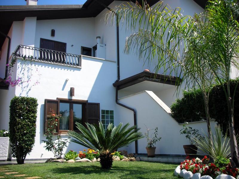 Wonderful Sabaudia Beach House, holiday rental in Latina Lido