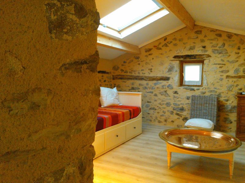 Dachzimmer mit aufklappbarem Sofa (18 m ²)