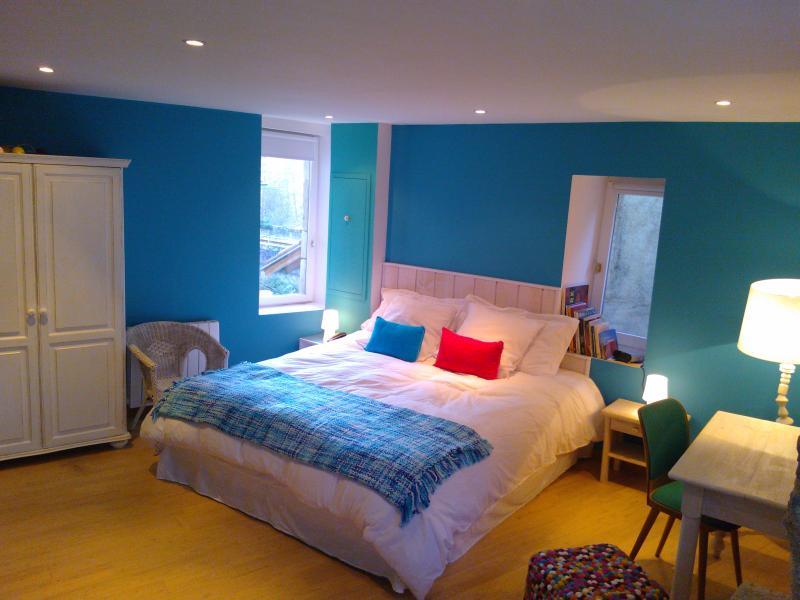 Master-Schlafzimmer (20 qm) mit Kingsize-Betten (Bio-Baumwolle Matratze)