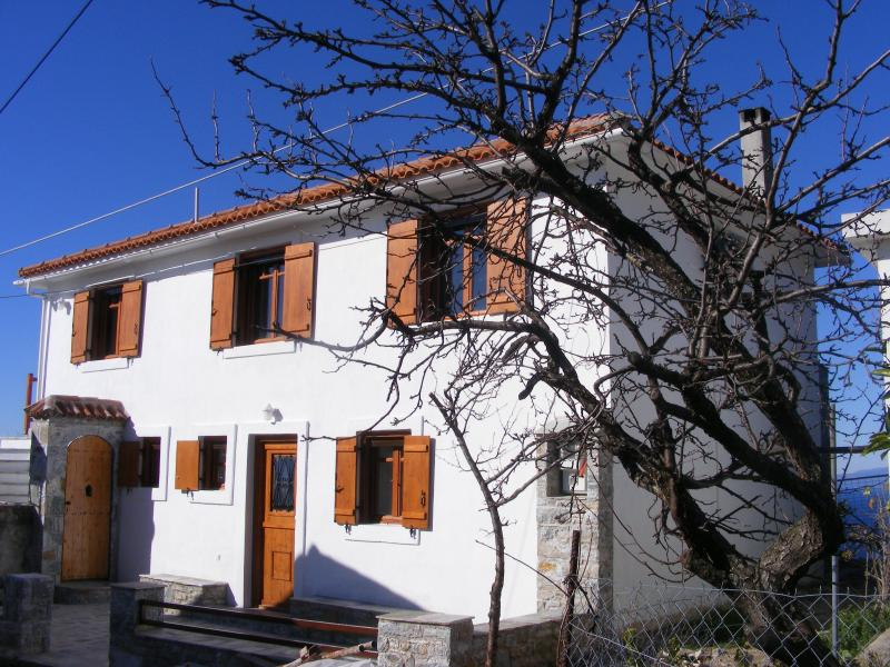 Villa Yiali, a traditional Glossa villa with private gardens and large balcony